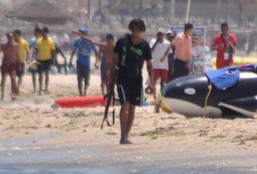 TEASER-ONLY-Gunman-in-Tunisia-terror-attack-walking-on-the-beach